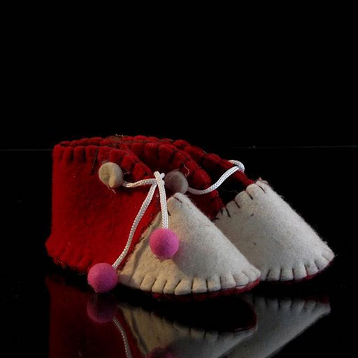 کفش نمدی منگوله دار بچه گانه