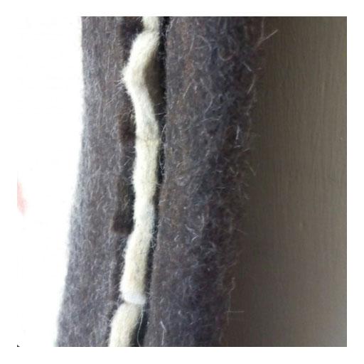 فرش گردنمدی تهیه شده از پشم گوسفند